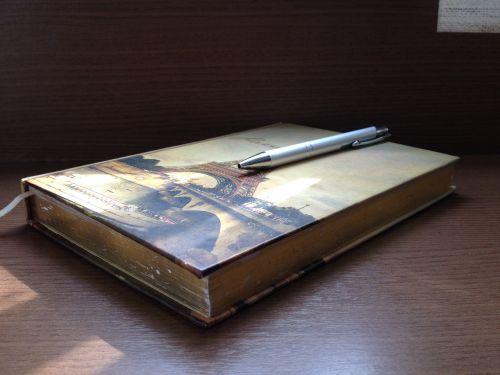 knyga,nešiojamojo kompiuterio,rašiklis