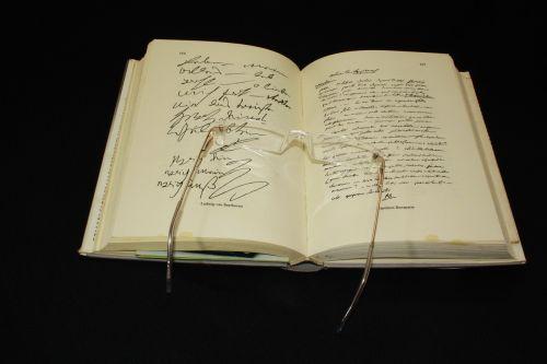 book glasses sehhilfe