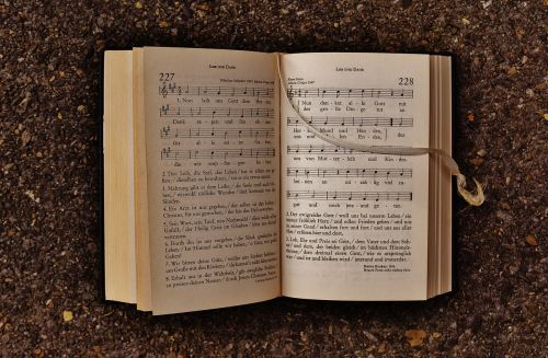 knyga,giesmynas,bažnyčia,tvirtovė,knygų puslapiai,popierius,naršyti,atviras,pasukti,spaudimas,puslapis,pereikite prie,skaityti,literatūra,susijęs,šrifto,padengti,senas