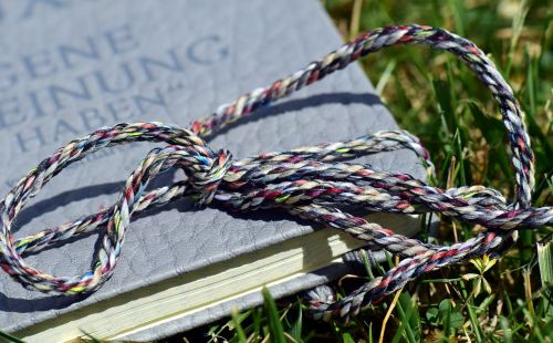 book close meadow