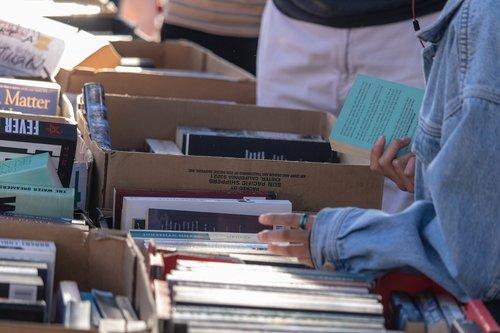 books  market  sale