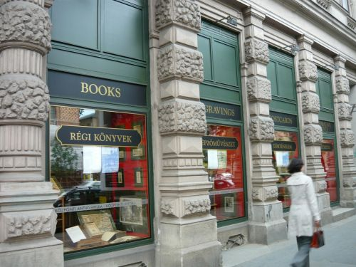 bookstore antiquariat woman