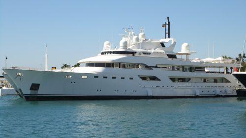 boot ship luxury