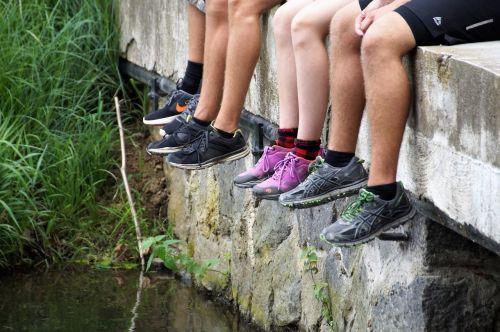 batai,sportiniai bateliai,pėdos,vasara,poilsis,poilsis,sėdi,taika,kelionėje,kelionė,Kovas