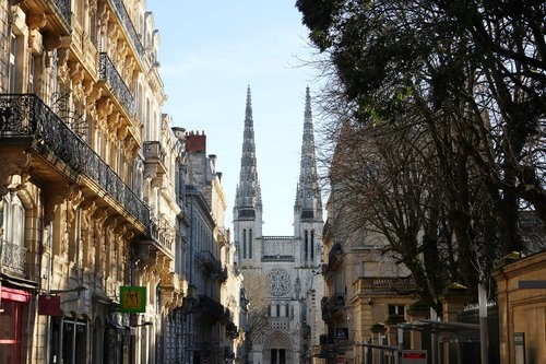 bordeaux  cathedral  monuments