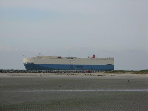 borkum freighter beach