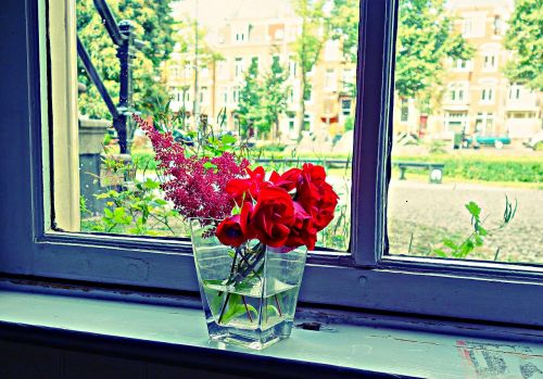 puokštė,gėlių puokštė,vazos,vazos gėlės,gėlių išdėstymas,išdėstymas,palangė,vazos ant palangės