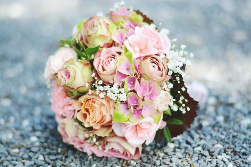 bouquet woman marry