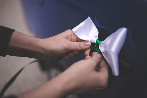 bow tie tying