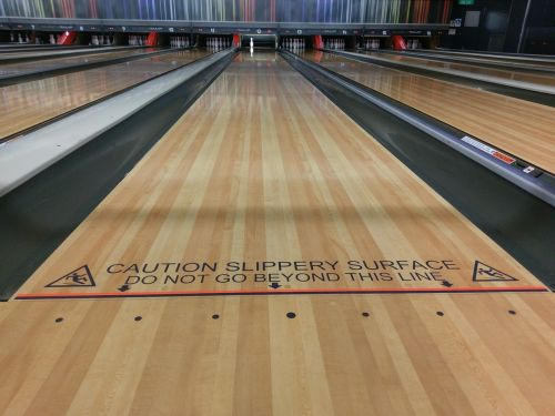 bowling foul line alley