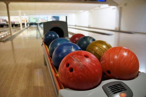 bowling bowling balls fun
