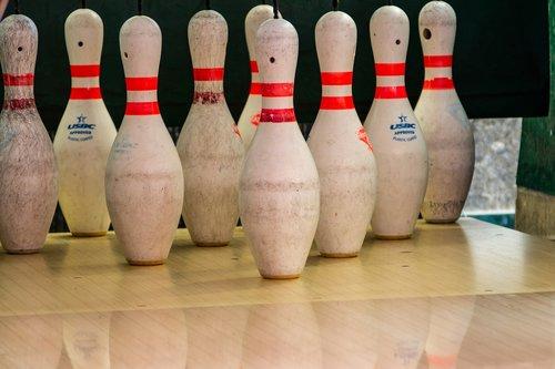 bowling  game  balls