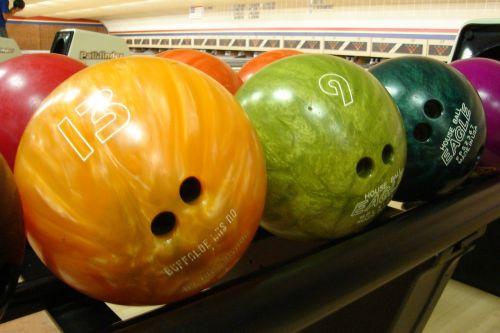 bowling balls rack colors
