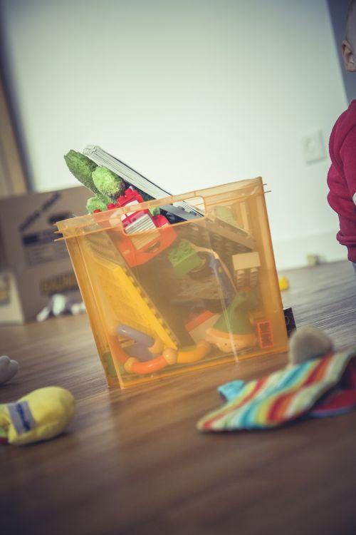 box mess toys