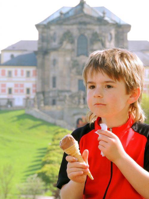 boy ice cream cycling trip