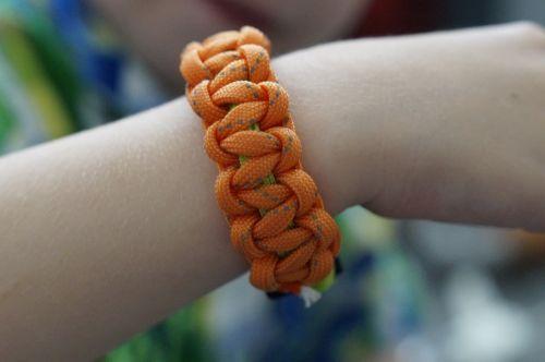 bracelet tying linked