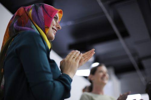 smegenų audra,verslas,linksmas,plaukuoti rankas,kolegos,bendrovė,įmonės,plėtra,įmonė,verslininkas,tikslai,grupė,susitikimas,misija,naujas verslas,biuras,žmonės,smulkus verslas,pradėti,paleidimo verslas,sėkmingas,taikinys,užduotis,komanda,komandinis darbas,mokymas,regėjimas,moteris,moterys,darbas,darbo,darbo vieta,seminaras,darbo vieta
