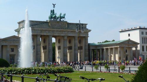 brandenburg gate berlin summer