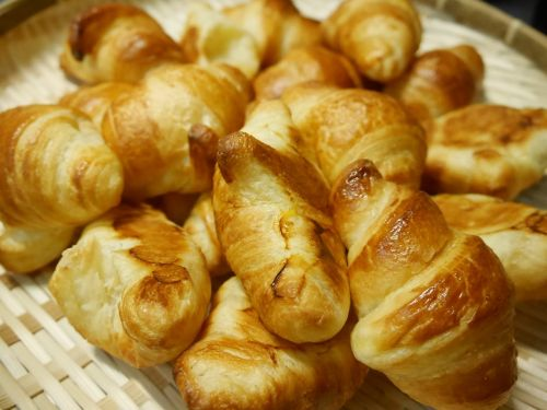 bread croissant breakfast