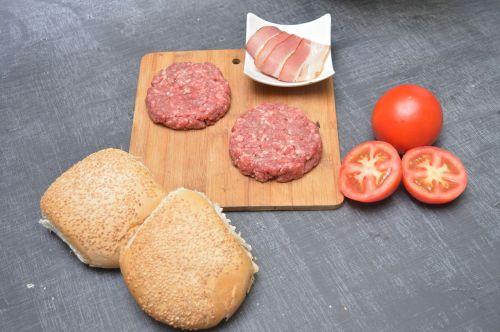 bread tomato vegetables