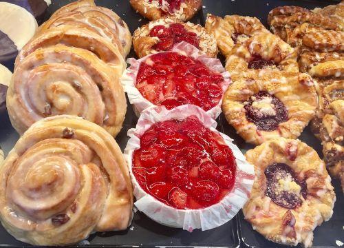 duona,kepykla,valgyti,mityba,maistas,kepiniai,kepėjas,kepti,traškus,kepti,krastas,frisch,kepti duoną,valgomieji,balta duona,braškės,tortas,vasara,Velykos,vakarėlis,šventė,festivalis,pentecost,sėkmė,hobis,kūrybingas,meilė