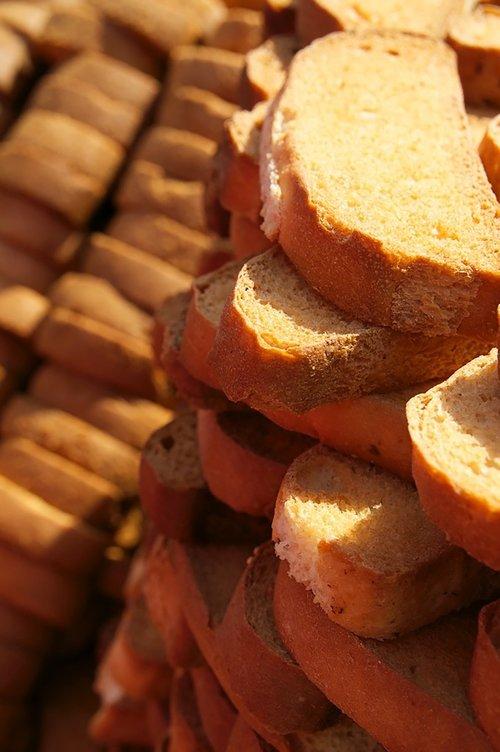bread  crispy  baked goods