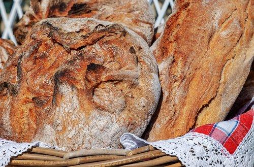 bread  bread crust  crispy