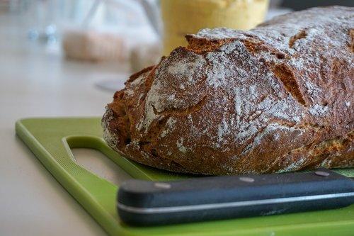 bread  bread knife  board