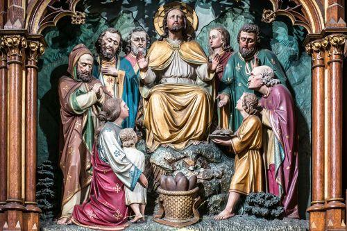 bread multiplication altar carving