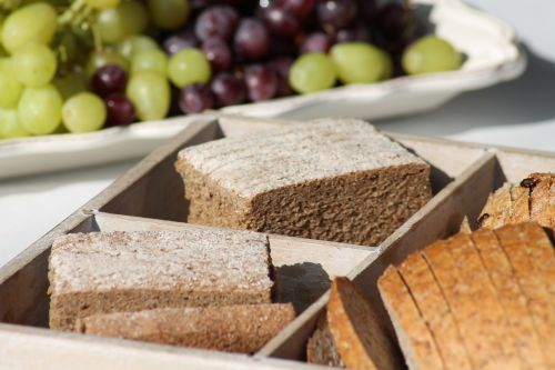 breads grapes buffet