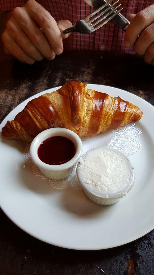 breakfast croissant pastry