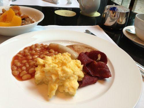 breakfast hotel scrambled eggs