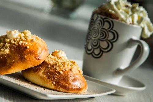 breakfast bun coffee