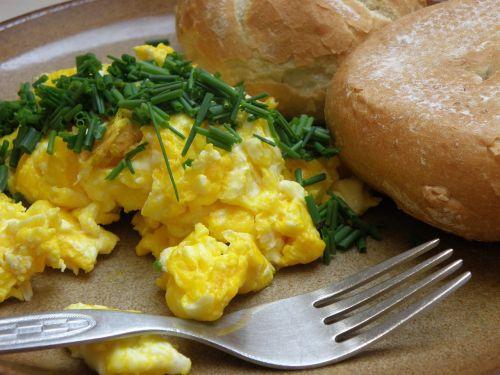 breakfast scrambled eggs bun