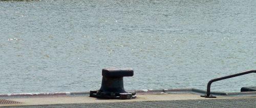 breakpoint pier ship jetty