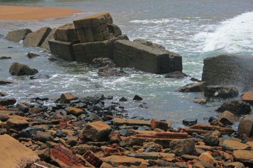 Breakwater Boulders