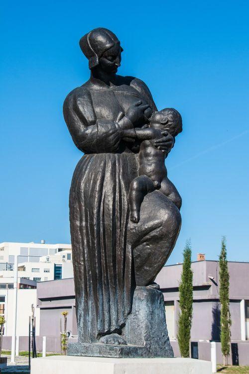 breastfeeding statue sculpture