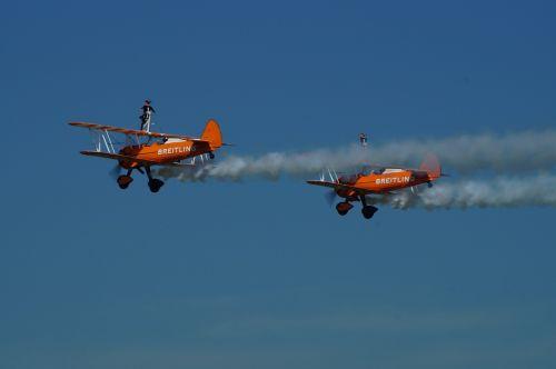 breitling air display flying acrobatic girls waddingtom
