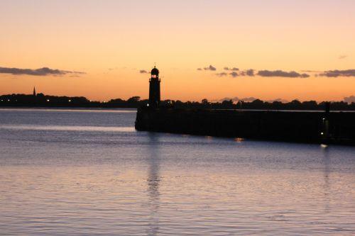 bremerhaven lighthouse sunset