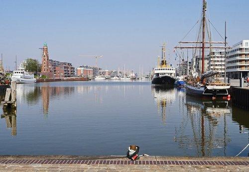 bremerhaven  inland port  sea lock