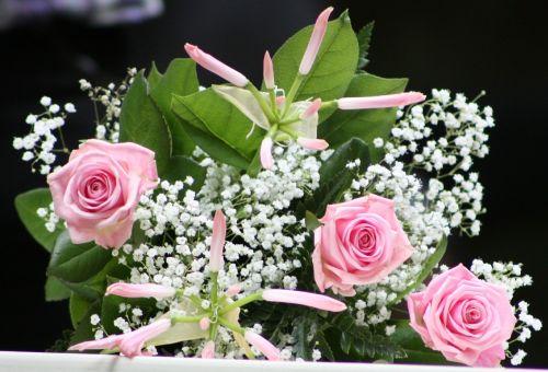 bridal bouquet roses bridal veils