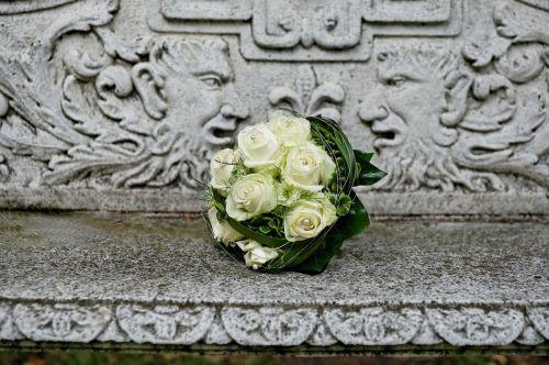 bridal bouquet roses white