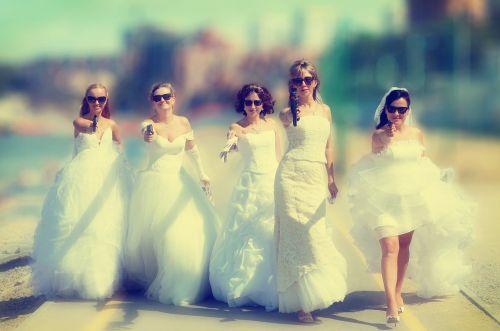 bride,parade,dress,wedding,white dress,stroll,bridesmaid dress,fata,gangster