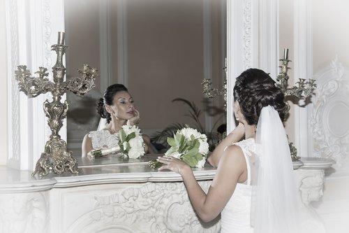 bride  mirror  wedding