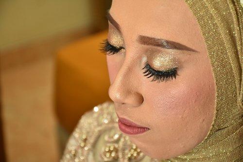 bride  make up  reception