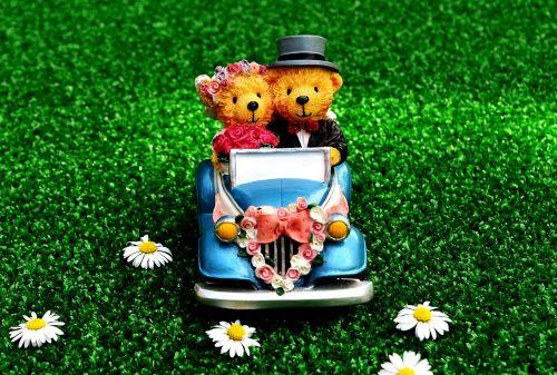 bride and groom wedding auto
