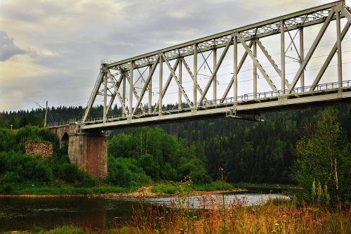 tiltas,upė,Usva,ural,dangus,permianas,debesys,mažoji upė
