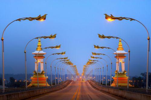 tiltas,gabenimas,sėkmingai sakė,Draugystė