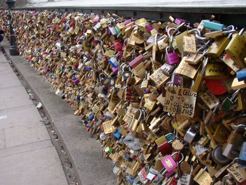 bridge padlocks sweethearts