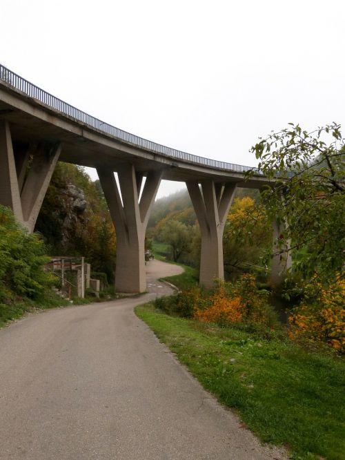 bridge road outside